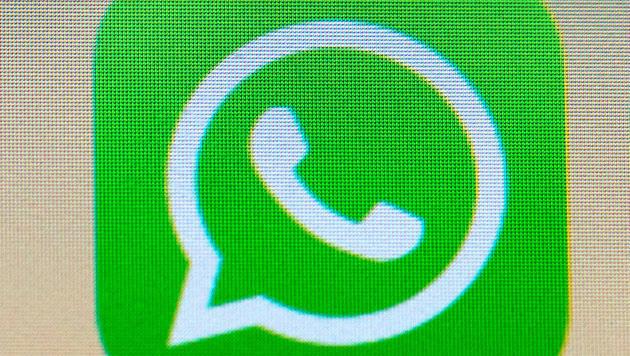 So einfach kann man WhatsApp-User abhören (Bild: dpa/Arno Burgi)