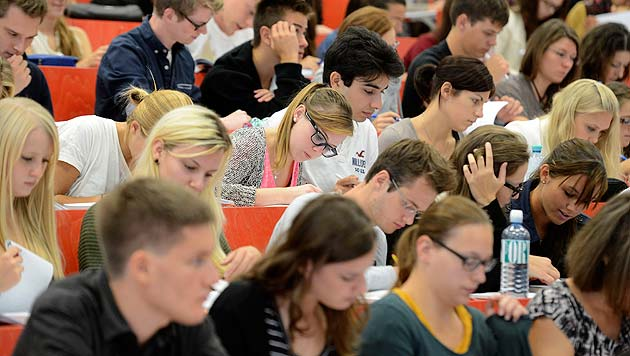 Uni-Absolventen: Über 60 Prozent sind Frauen (Bild: APA/Helmut Fohringer)