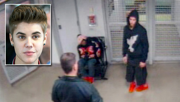 Festnahme-Video zeigt torkelnden Justin Bieber (Bild: AP, APA/EPA/SEBASTIAN KAHNERT)