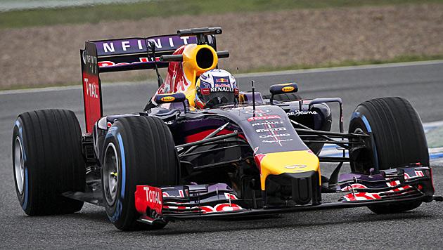 Red Bull fährt wegen Überhitzung weiter hinterher (Bild: APA/EPA/ROMAN RIOS)