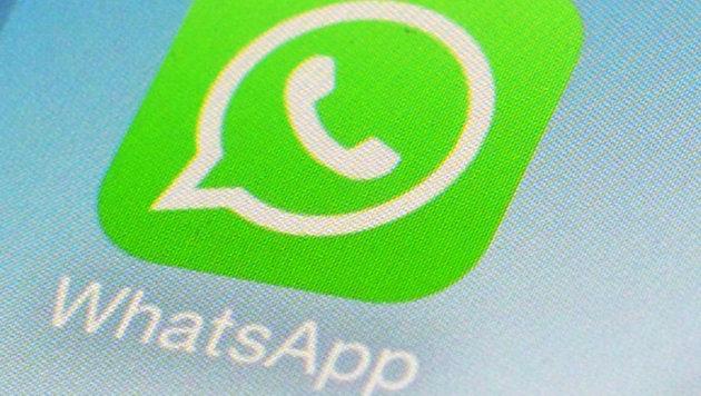 WhatsApp verdrängt SMS langsam bei Silvestergrüßen (Bild: AP)