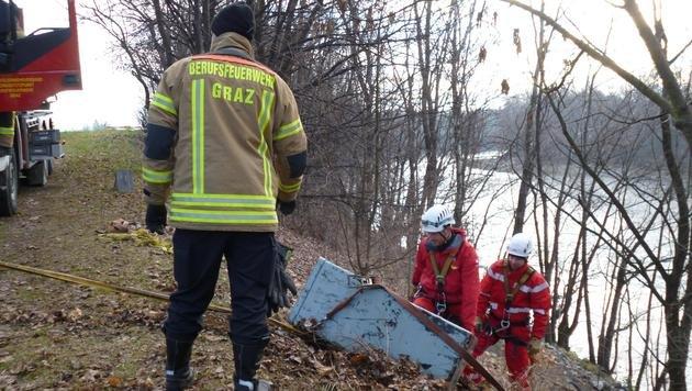 Tresore in der Stmk geklaut, geknackt und versenkt (Bild: Berufsfeuerwehr Graz)