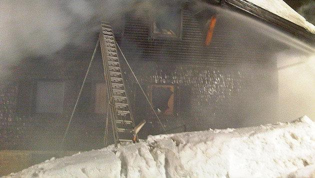 Zwei Verletzte bei Großbrand in Obertauern (Bild: APA/FRANZ NEUMAYR)