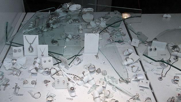 Maskiertes Duo überfällt Juweliergeschäft in Wien (Bild: Andi Schiel)