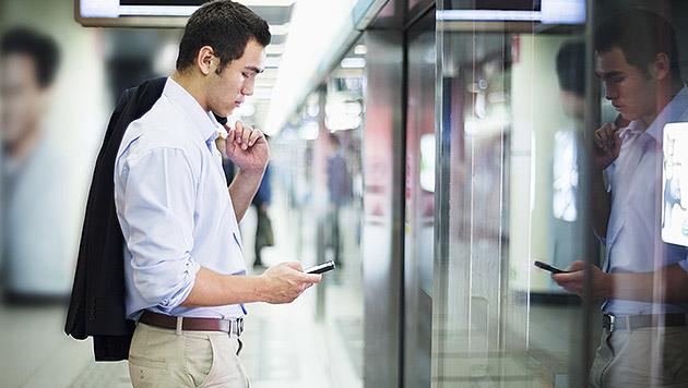 Schon 10 Minuten ohne Handy machen Nutzer unruhig (Bild: thinkstockphotos.de)