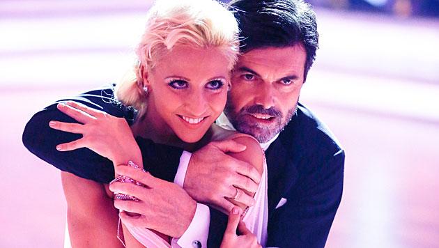 """""""Dancing Stars""""-Herren eröffneten den Ballroom (Bild: ORF/Milenko Badzic)"""