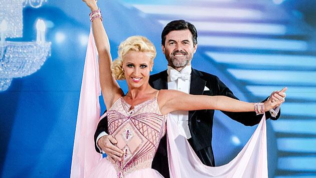 """Dancing Stars""-Herren eröffneten den Ballroom (Bild: ORF/Hans Leitner)"