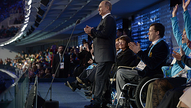 Putin eröffnete Winter-Paralympics in Sotschi (Bild: AP)