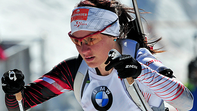 Biathletin Katharina Innerhofer legt als 7. nach (Bild: APA/EPA/IGOR KUPLJENIK)