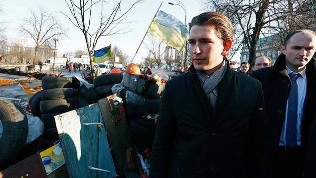 Kurz am Maidan: Europa wird der Ukraine helfen (Bild: APA/Dragan Tatic)