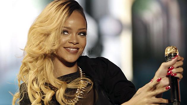 Neu-Single Rihanna zeigt sich mit rosa Pixie (Bild: EPA)