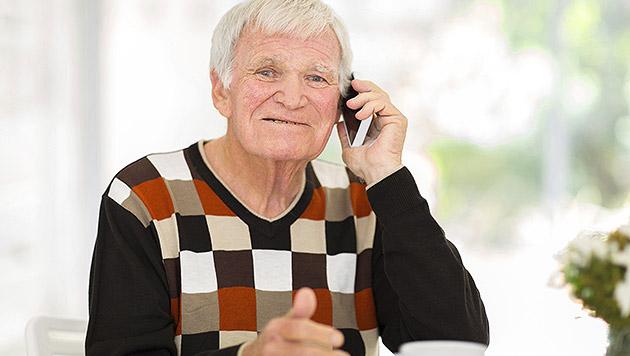 """Generation """"60 plus"""": 93 Prozent mobil erreichbar (Bild: thinkstockphotos.de)"""