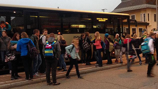 Elfjährige im Schulbus gegen Scheibe geschleudert (Bild: Hannes Wallner (Symbolbild))