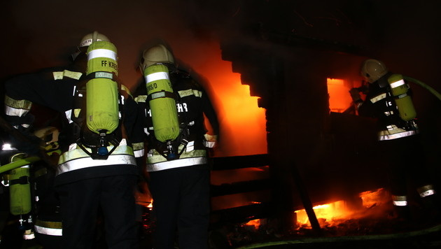 NÖ: Gartenhütte in Weinbergen brannte lichterloh (Bild: BFK-Krems)