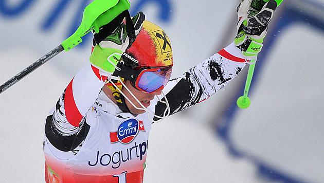 Hirscher siegt vor Neureuther und holt Slalomkugel (Bild: APA/Barbara Gindl)