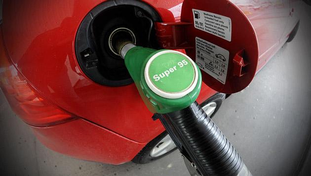 """Tankstellen-Betreiber: """"Wir nagen am Hungertuch"""" (Bild: APA/HANS KLAUS TECHT, krone.at-Grafik)"""