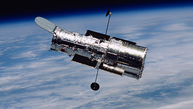"Das Weltraumteleskop ""Hubble"" im Erdorbit (Bild: NASA/STScI)"