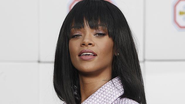 Rihanna entert Herrenklo und schmeißt Mann raus (Bild: AP)