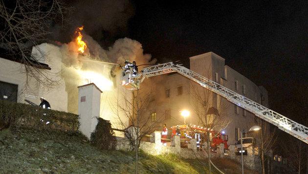 Wohnhaus in Altstadt von Hall stand in Flammen (Bild: APA/ZOOM-TIROL)