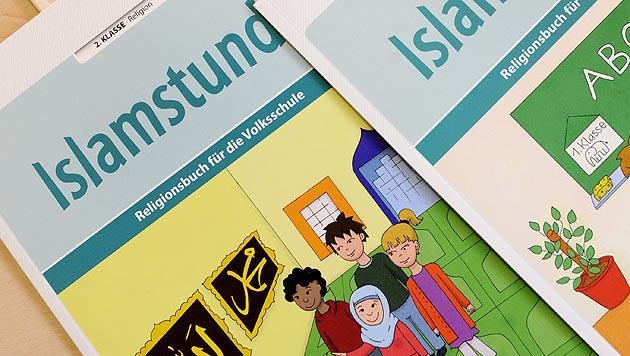 """Neue Lehrbücher sollen """"Heimatgefühl"""" vermitteln (Bild: APA/Roland Schlager)"""
