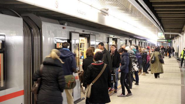 Unbekannter belästigt Frauen in Wiener U-Bahn (Bild: ANDI SCHIEL)