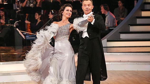 Society-Lady Andrea Buday hat als Erste ausgetanzt (Bild: ORF/Milenko Badzic)