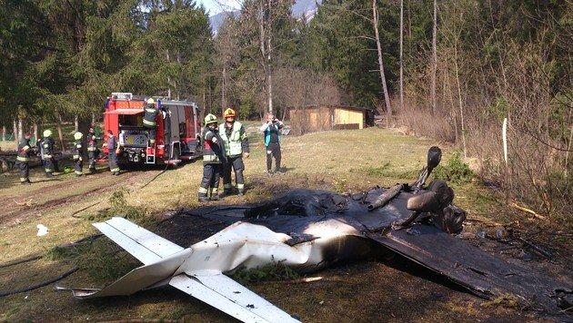 Flugzeug stürzt in Wald und explodiert: Zwei Tote (Bild: Tehny/Filmteam Austria)