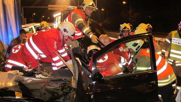 Schwerer Auffahrunfall nahe Graz - vier Verletzte (Bild: APA/BERUFSFEUERWEHR GRAZ)