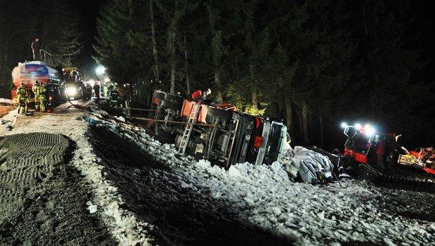 Tankwagen-Unfall in Tirol hielt Florianis auf Trab (Bild: APA/BFV SCHWAZ/PATRICK TAXACHER)
