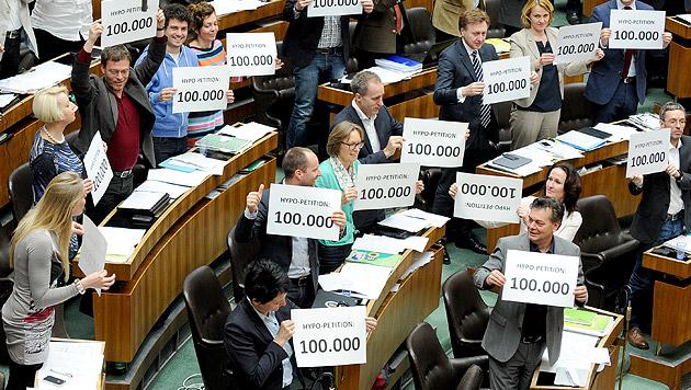 Hypo-Petition für U-Ausschuss bricht alle Rekorde (Bild: APA/ROLAND SCHLAGER)