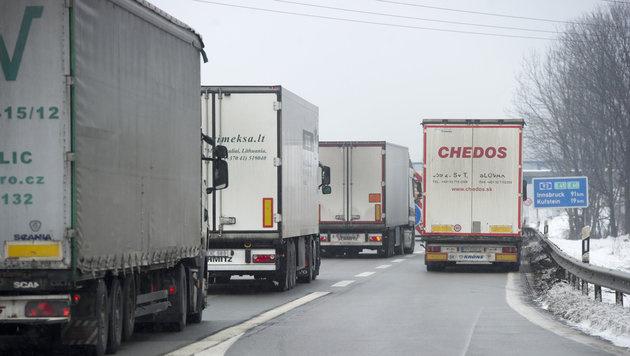 Lkw-Fahrverbot auf linker Autobahnspur beschlossen (Bild: dpa/Autobahnpolizei Holzkirchen)