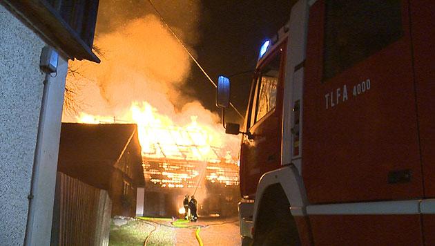 Stallbrand löste Großeinsatz der Feuerwehren aus (Bild: BFV LIEZEN/Schlüßlmayr)