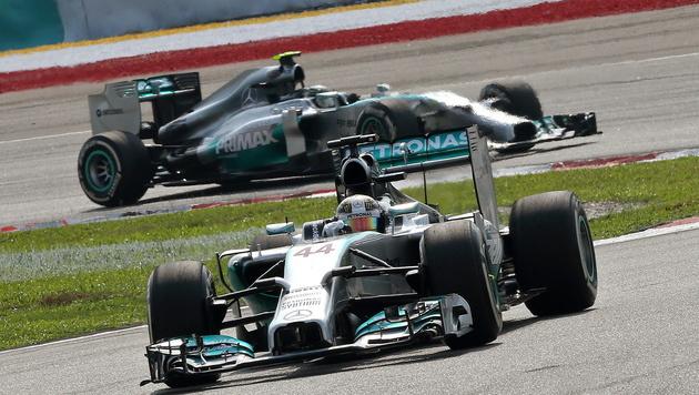 Hamilton triumphiert in Malaysia vor Rosberg (Bild: APA/EPA/SRDJAN SUKI)