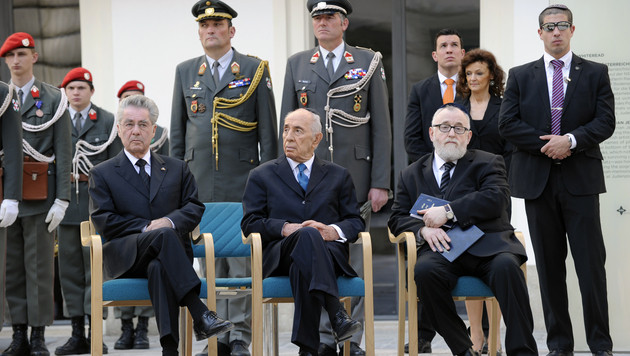 "Peres: ""Mein Herz weint beim Gedanken an Opfer"" (Bild: APA/HERBERT P. OCZERET)"