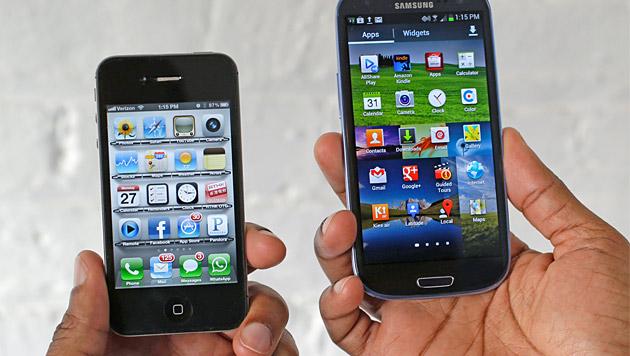 Apple gegen Google: Wettrüsten der Technikriesen (Bild: AP)