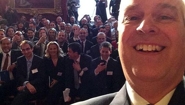 Selfie-Trend erreicht jetzt auch die Royal Family (Bild: twitter.com)