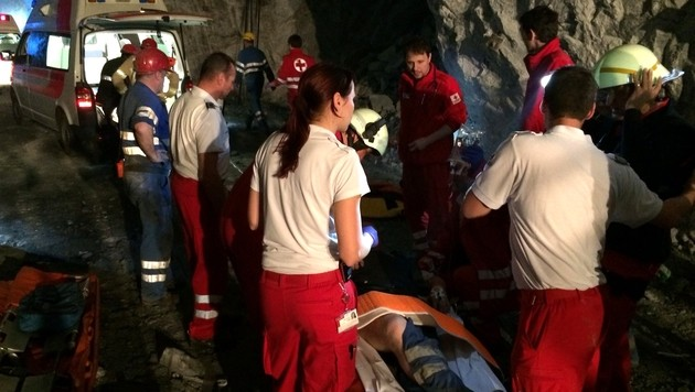Zwei Kumpel bei Unfall in Bergwerk schwer verletzt (Bild: APA/ROTES KREUZ BRUCK/KAPFENBERG)