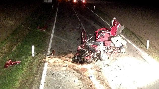 Autolenker kommt bei Unfall in NÖ ums Leben (Bild: APA/FF Stadt Hollabrunn)
