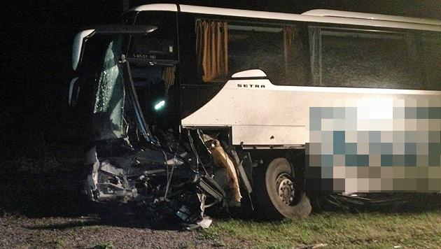 Kollision mit Bus: Salzburger Pkw-Lenker tot (Bild: FF Radstadt)