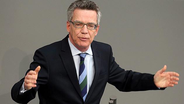Der deutsche Innenminister Thomas de Maiziere (Bild: APA/EPA/Wolfgang Kumm)