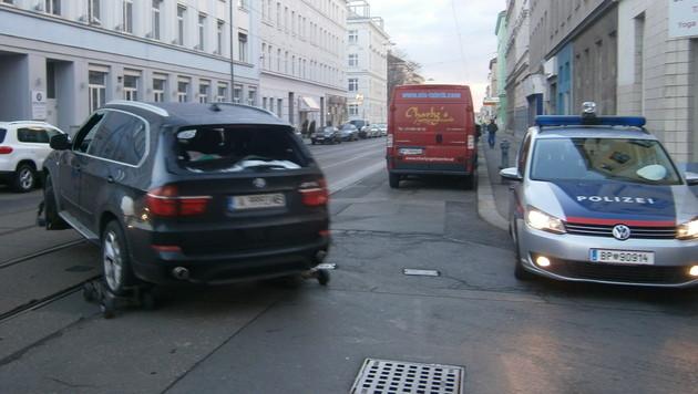 In diesem BMW ließ der 34-jährige Hauptverdächtige eine Handgranate hochgehen. (Bild: Gregor Brandl)
