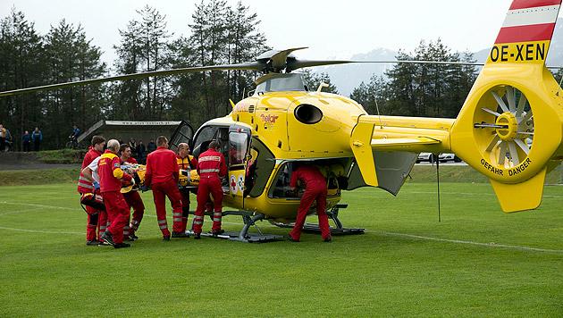 Fußballer von Blitz getroffen - 2 Schwerverletzte (Bild: Sobe)