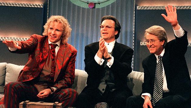 Bessere Zeiten: Thomas Gottschalk, Wolfgang Lippert & Frank Elstner '96 gemeinsam auf der Show-Couch (Bild: dpa/Hartmut Reeh)