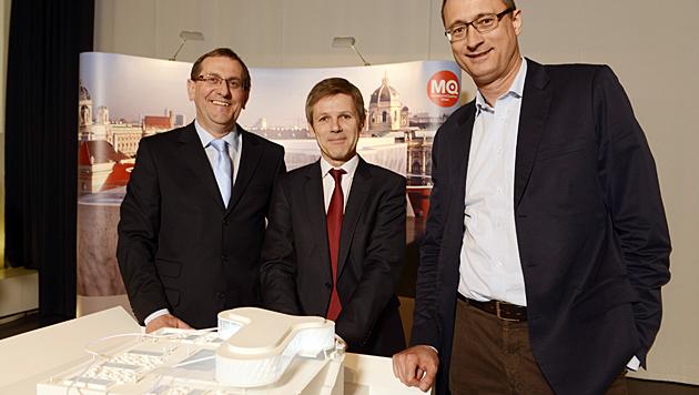 """Direktor Strasser, Minister Ostermayer und Stadtrat Mailath-Pokorny präsentieren die """"Libelle"""". (Bild: Lukas Beck)"""