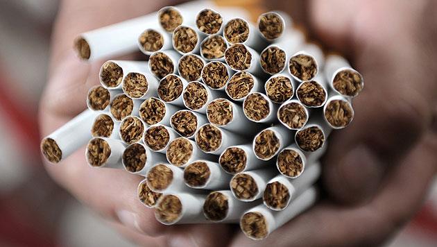 Illegal Zigaretten hergestellt: Fünf Schuldsprüche (Bild: APA/dpa/Christian Charisius)
