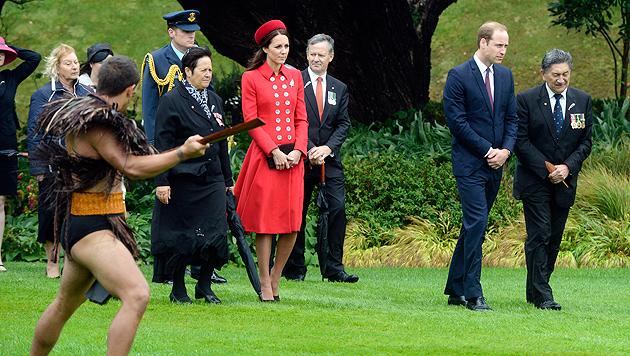 Kate entgeht nur knapp einem Höschenblitzer (Bild: AP)