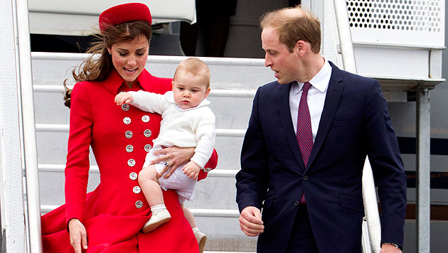 William und Kate mit George in Neuseeland (Bild: AP)