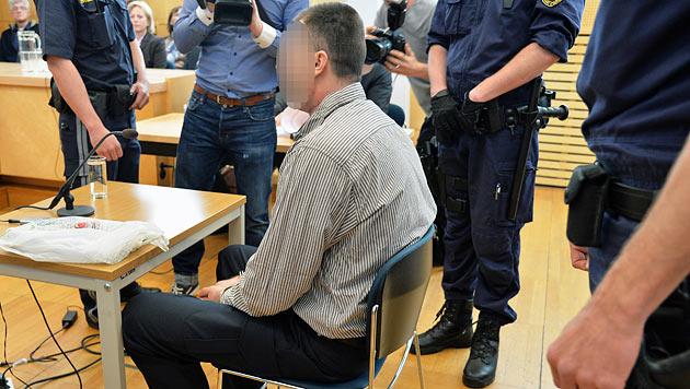 37-Jähriger erstach Ehefrau: 18 Jahre Haft (Bild: APA/BARBARA GINDL)