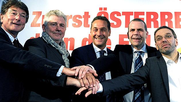 10.1.2014: Bei der Präsentation der FP-Kandidaten für die EU-Wahl vertrug man sich noch bestens. (Bild: APA/Herbert Pfarrhofer)