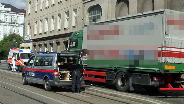 62-Jährige in Wien von Lastwagen überrollt - tot (Bild: Andi Schiel)